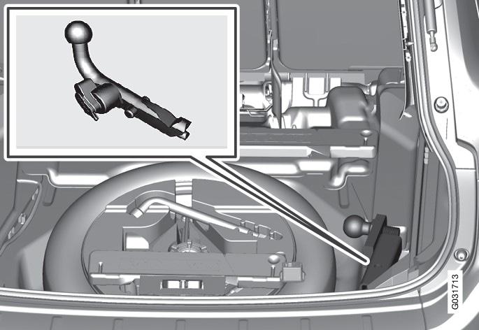 Compartimentos para arrumação do engate de reboque.