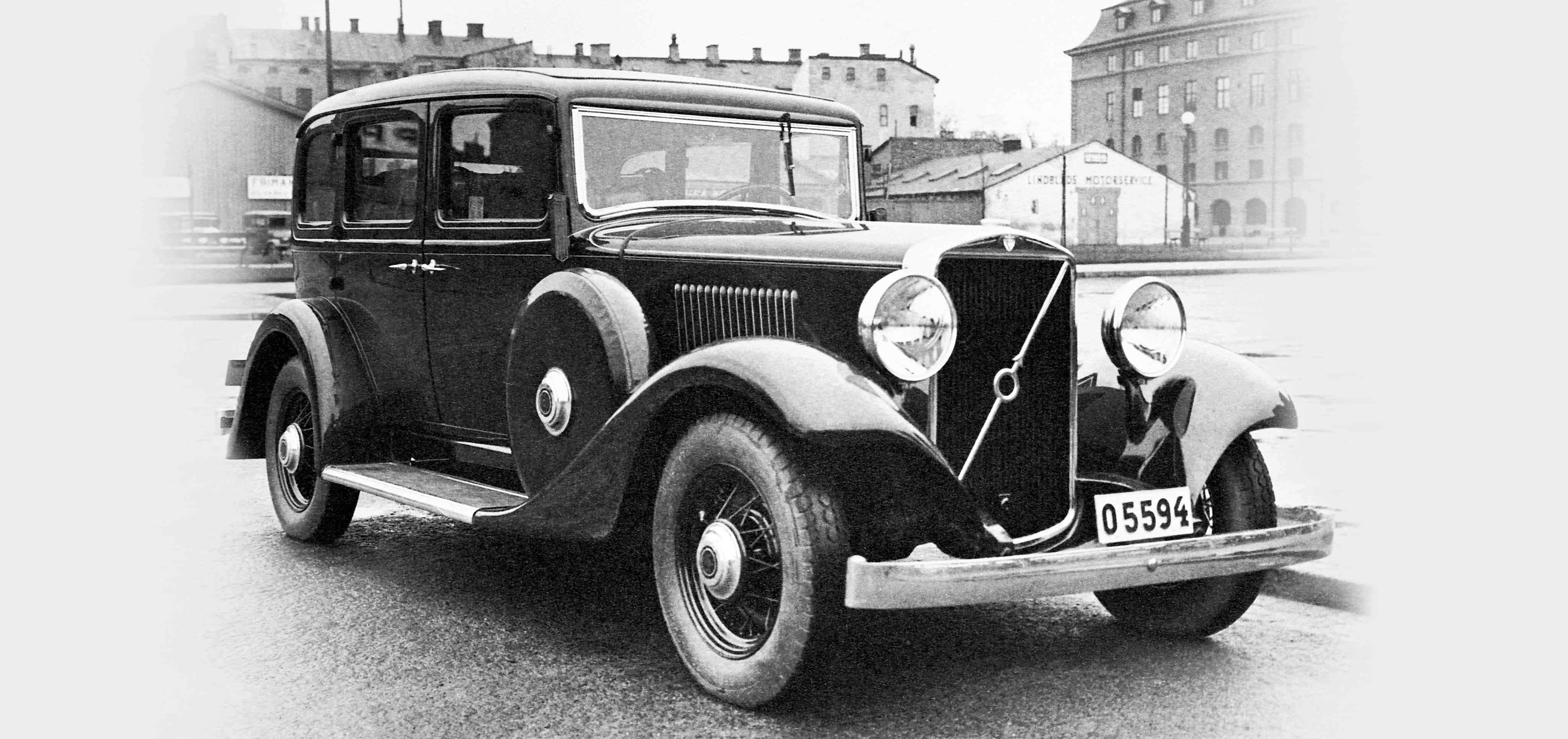 Imagen en blanco y negro de un Volvo PV653-9 visto desde el lado lateral derecho