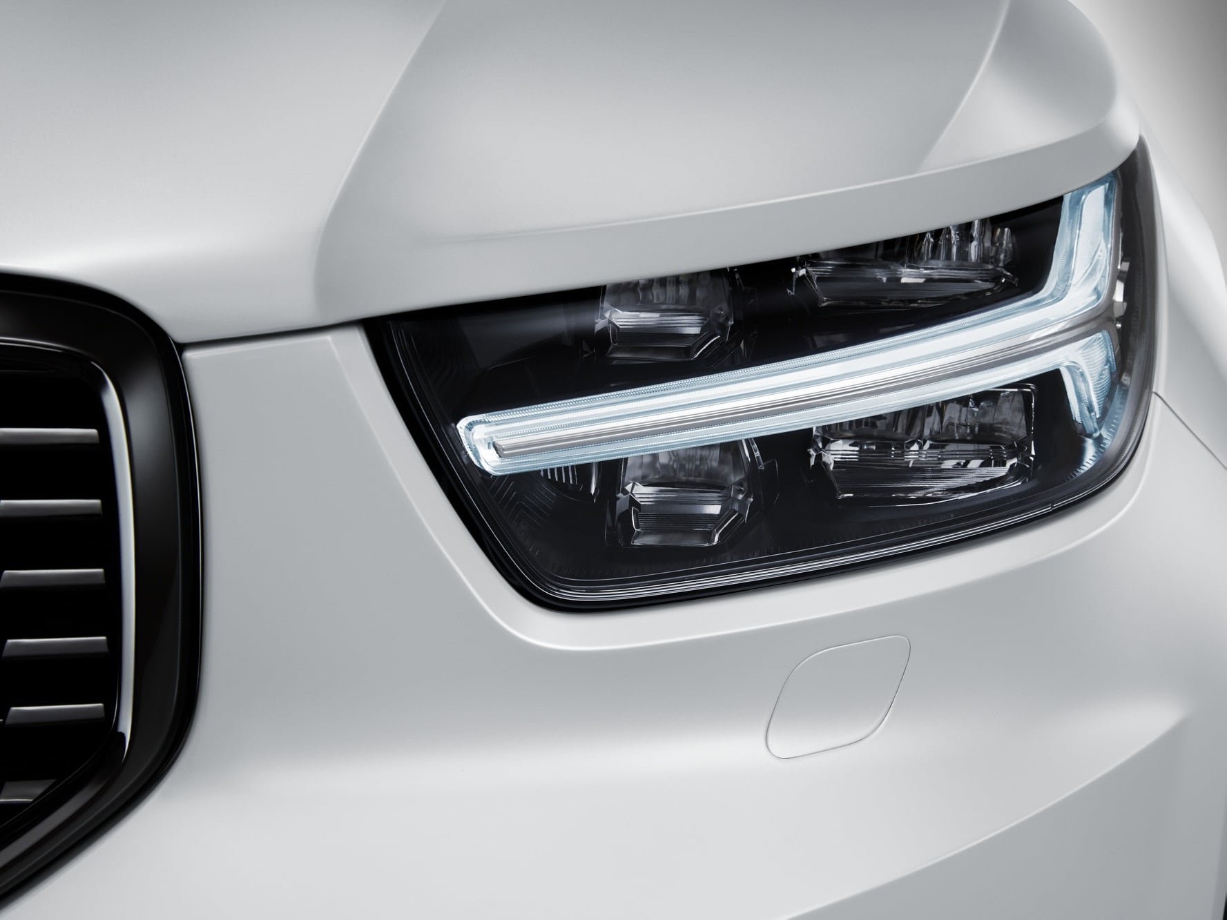 Front view of left side headlight lamp of Volvo XC40 Recharge model