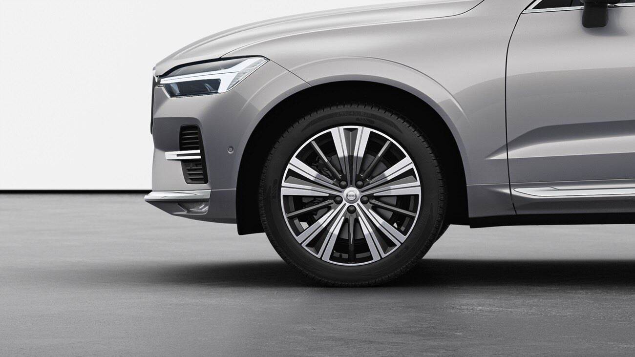 A Volvo XC60 model's wheel from left side view