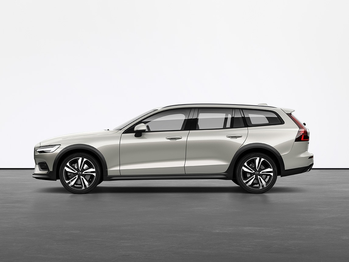 Универсал Volvo V60 Cross Country серого цвета Birch Light на сером полу в студии