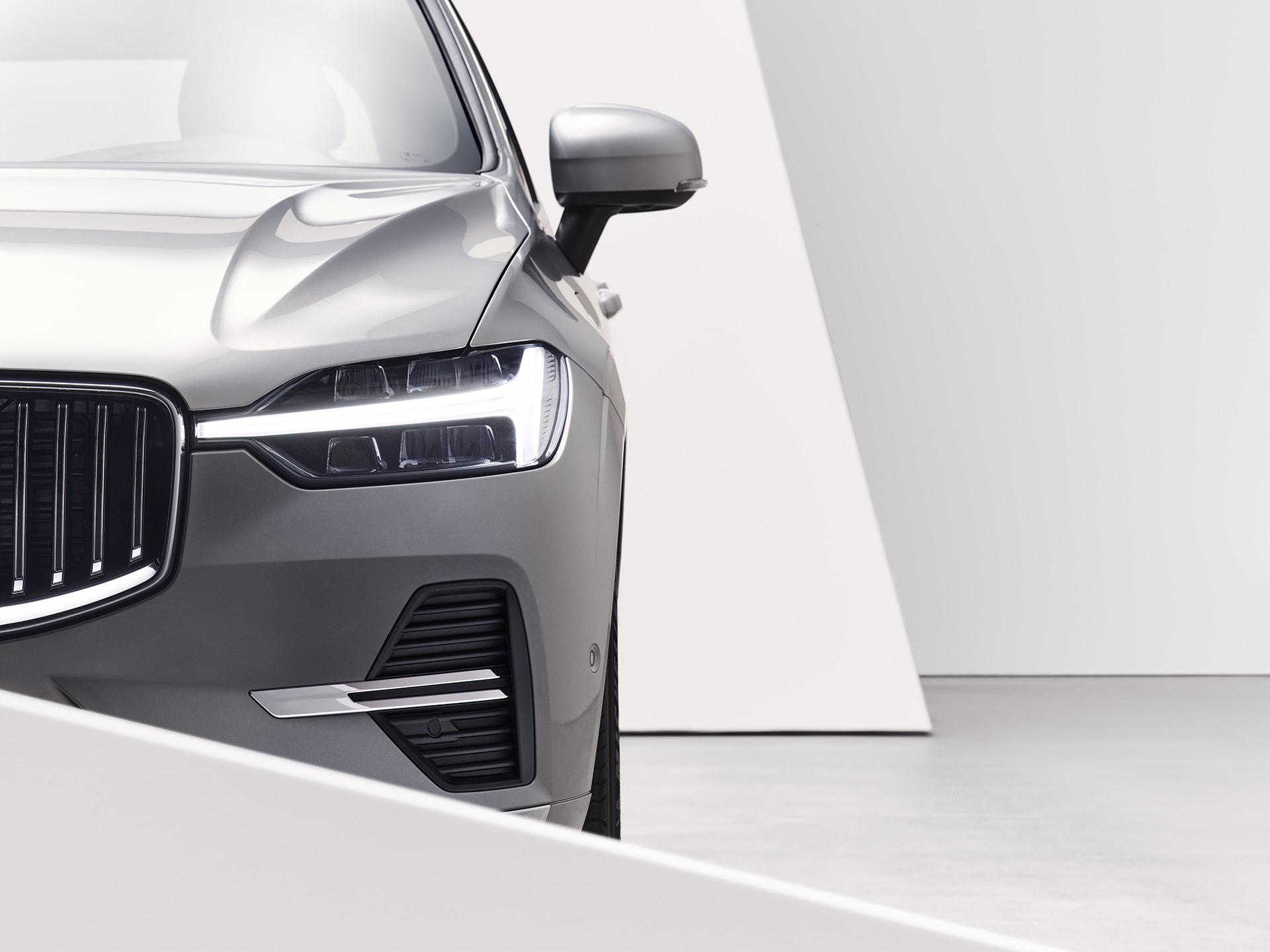 沃尔沃 XC60 轻度混合动力车型的正面外观
