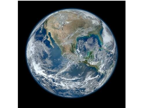 Planeta Země při pohledu z vesmíru.