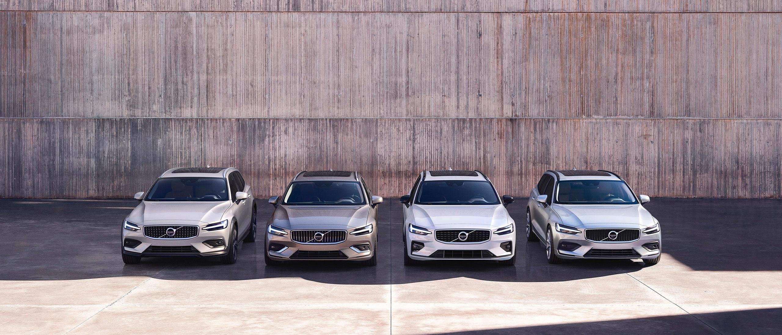 Volvo biler foran en mur