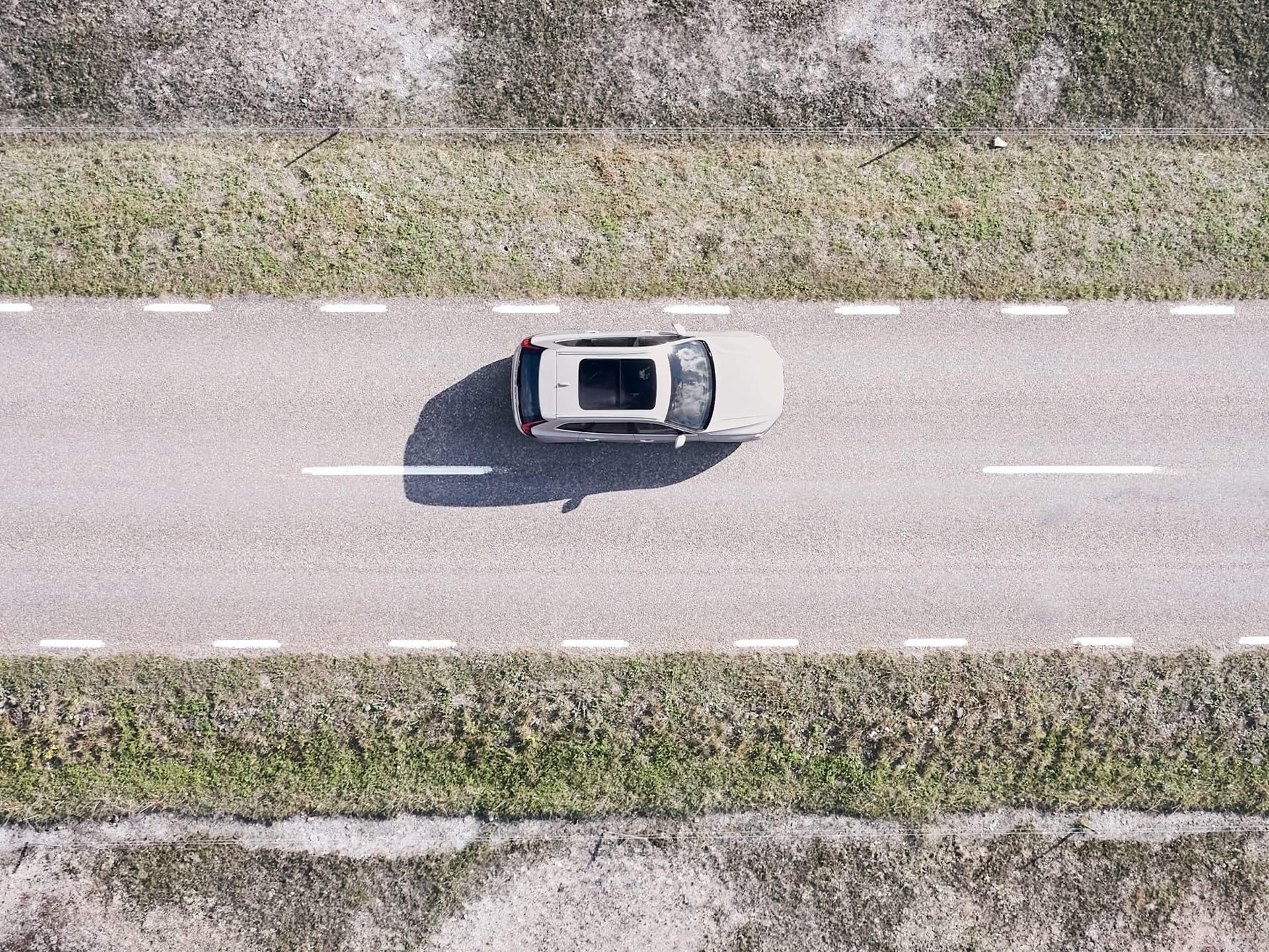 Volvo XC60 med avanceret førerassisterende teknologi.