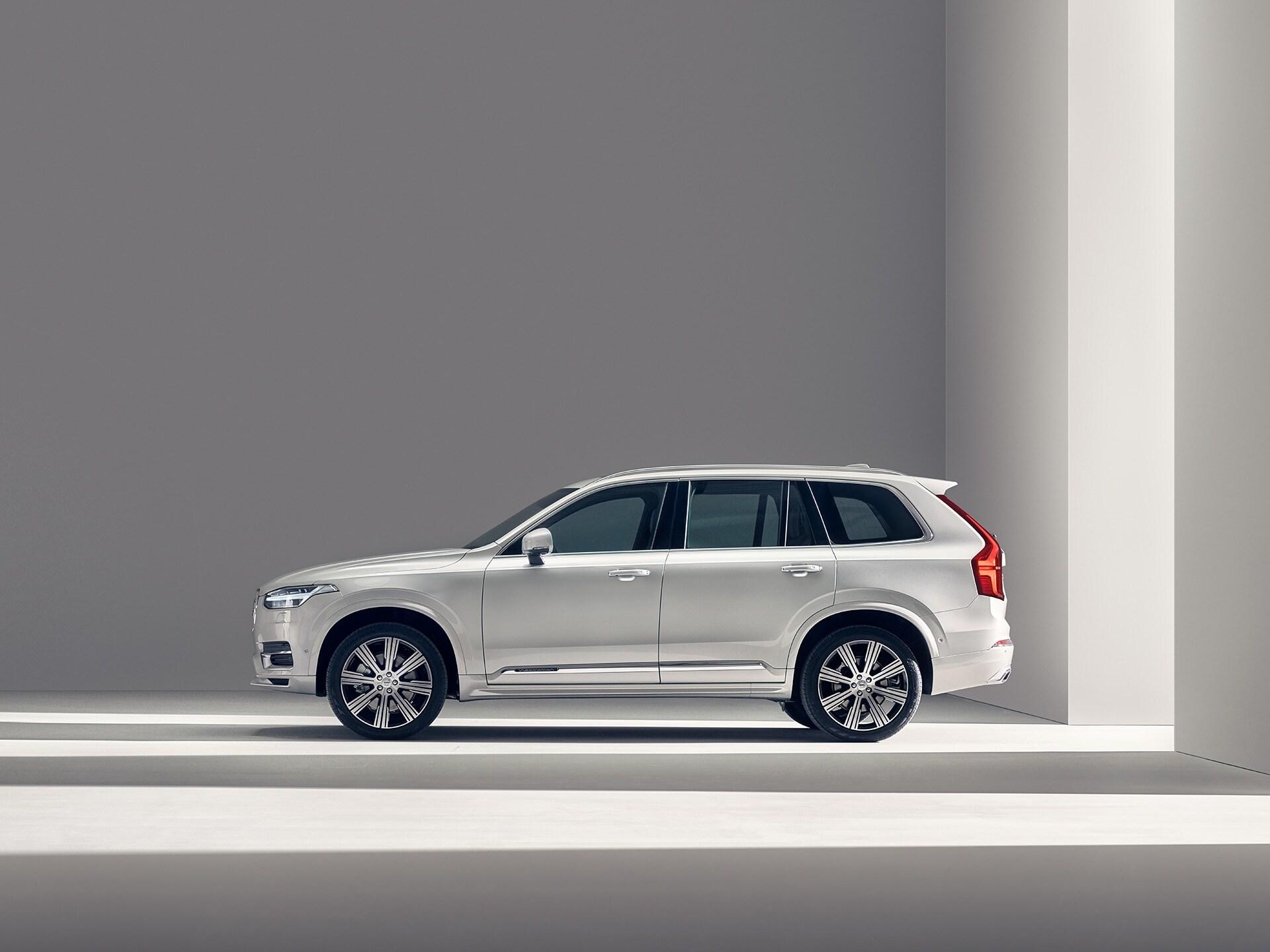 Volvo XC90 seisab paigal