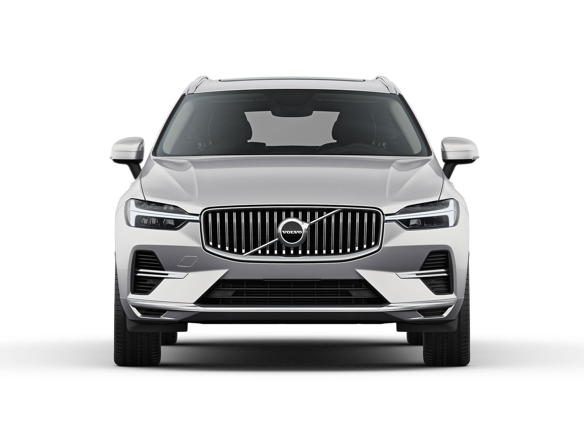 Valkoisen Volvo XC60 Recharge -lataushybridi-SUV:n etuosa.