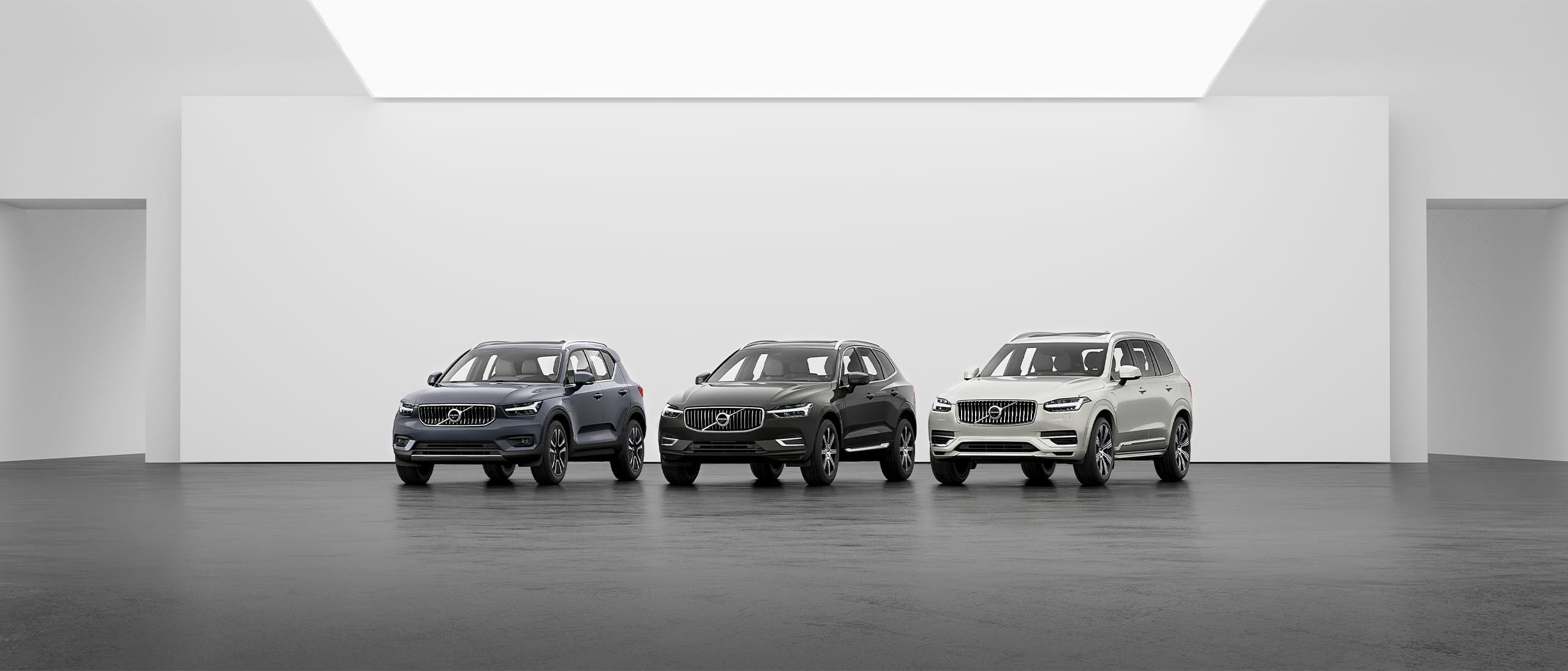 Gamme de SUV Volvo: XC40, XC60 et XC90 sur un sol gris