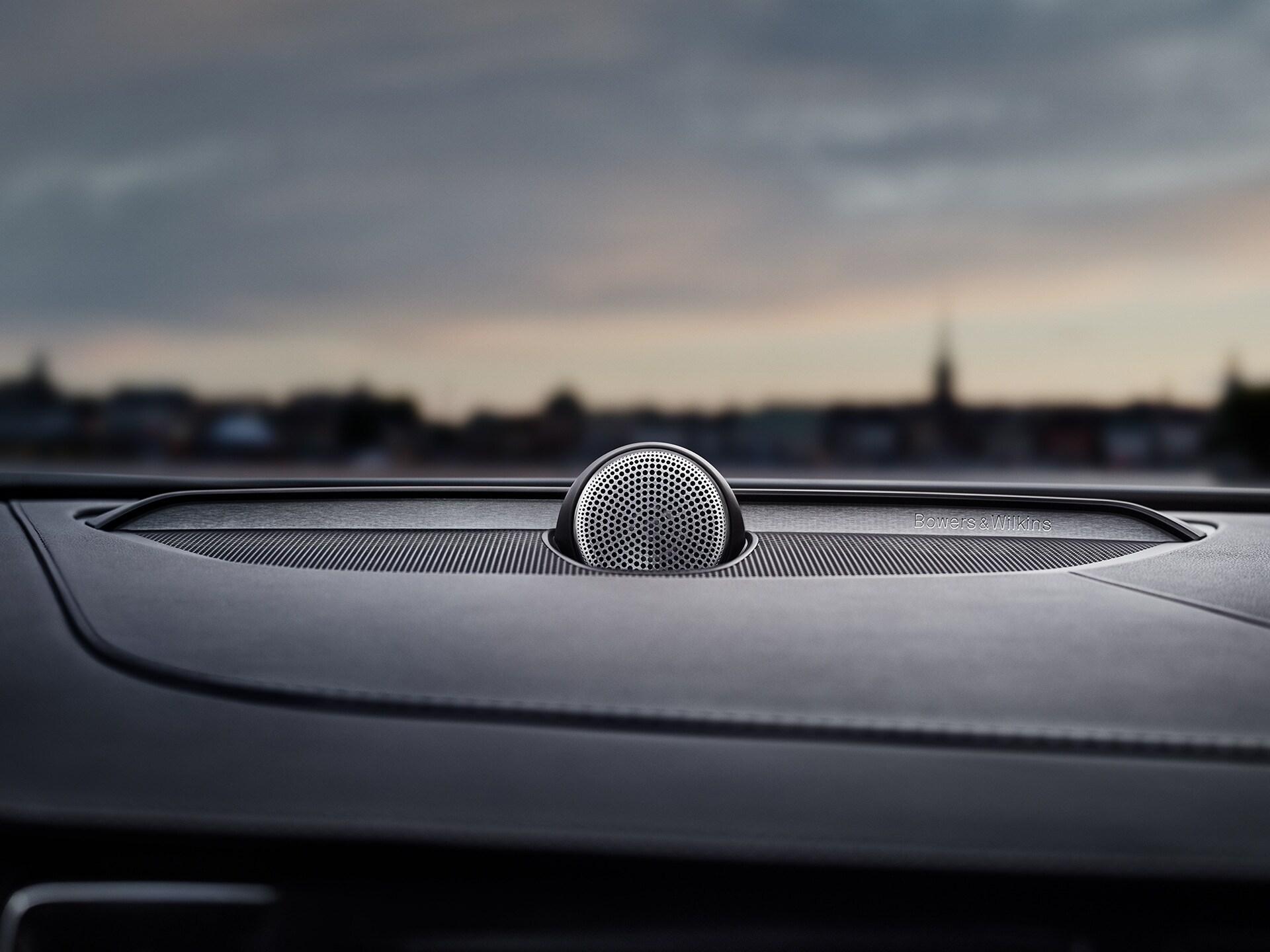 Haut-parleurs Bowers&Wilkins à l'intérieur d'une Volvo XC90.