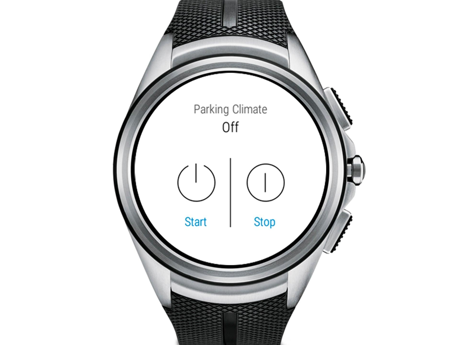 Κοντινό ενός smartwatch με μαύρο λουράκι, στο οποίο εμφανίζεται ο Κλιματισμός κατά τη Στάθμευση