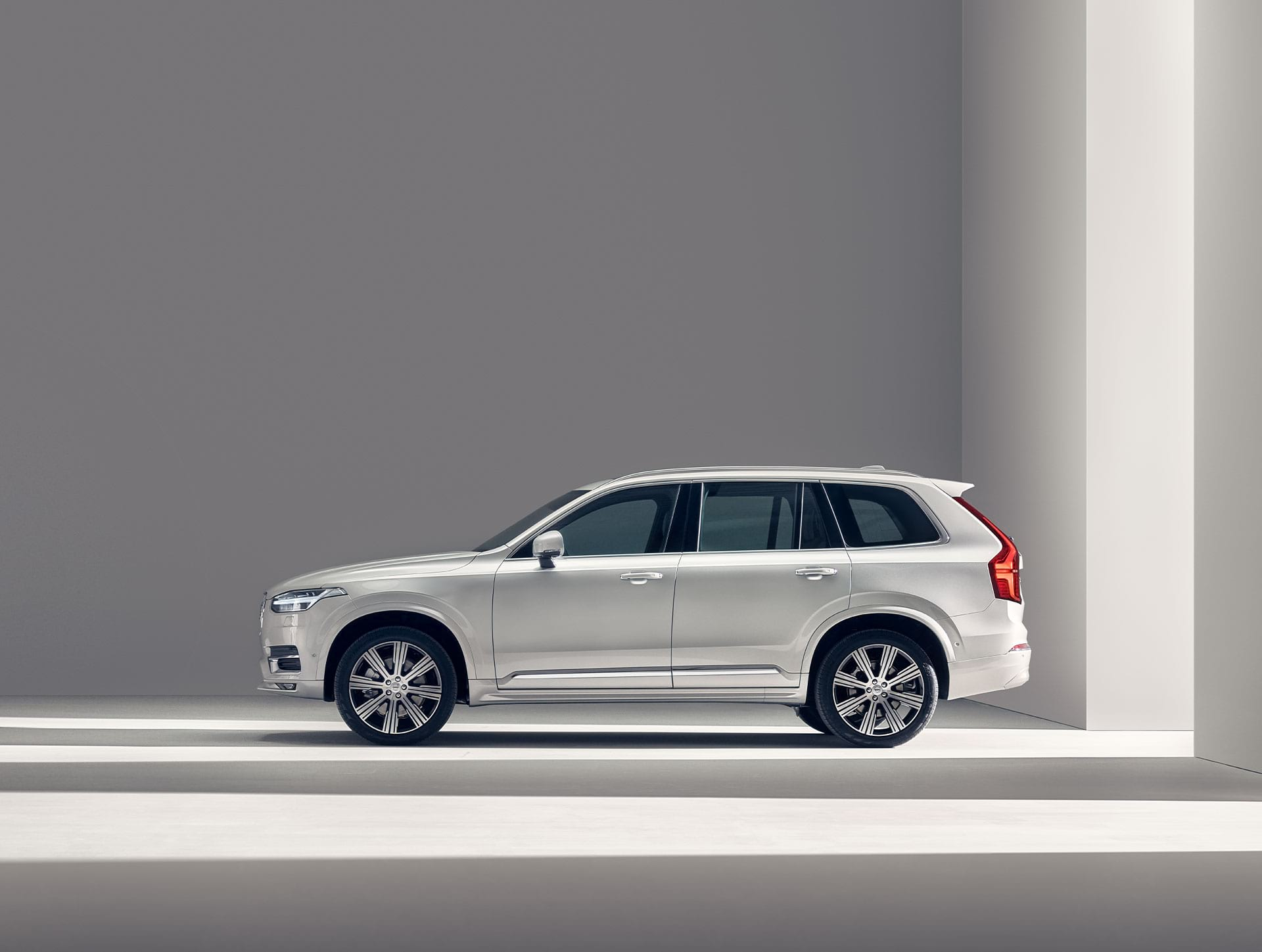 Volvo XC90 miruje.