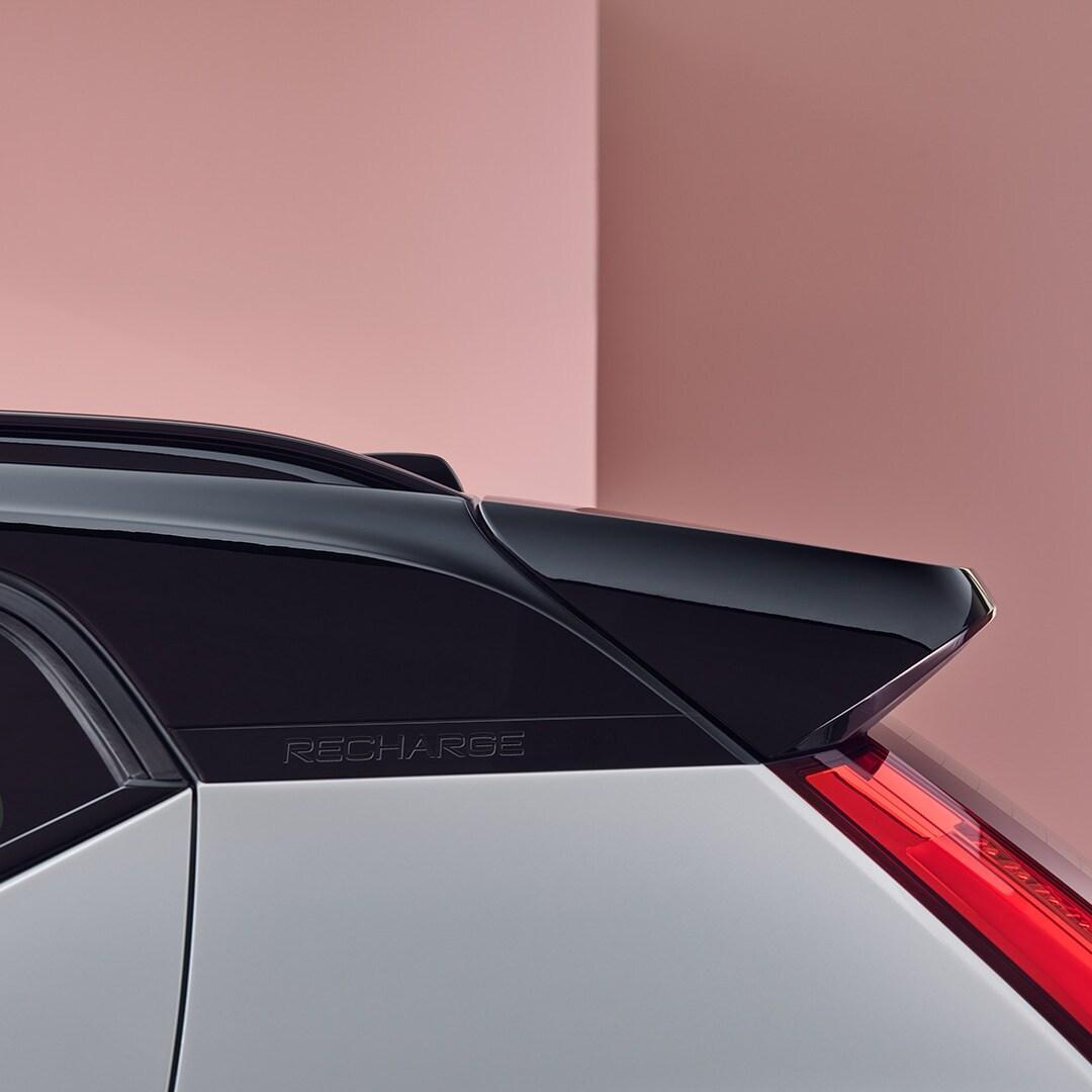 Parte posteriore di una Volvo XC40 Recharge completamente elettrica