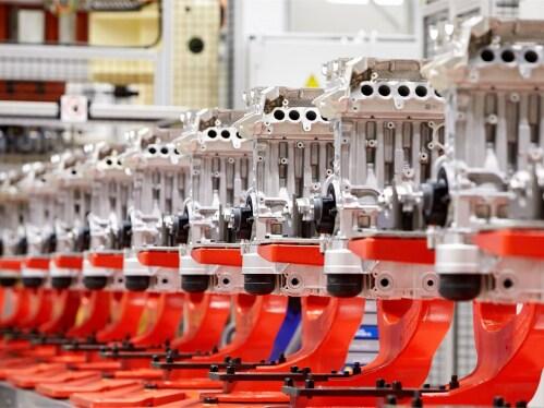 Samlebåndet for motorer hos Volvo Cars i Skövde i Sverige.