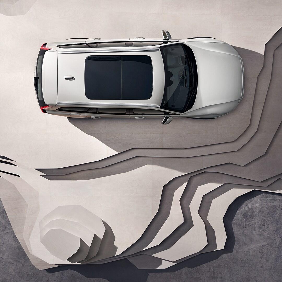 En beige Volvo V60 Cross Country, med panoramatak.