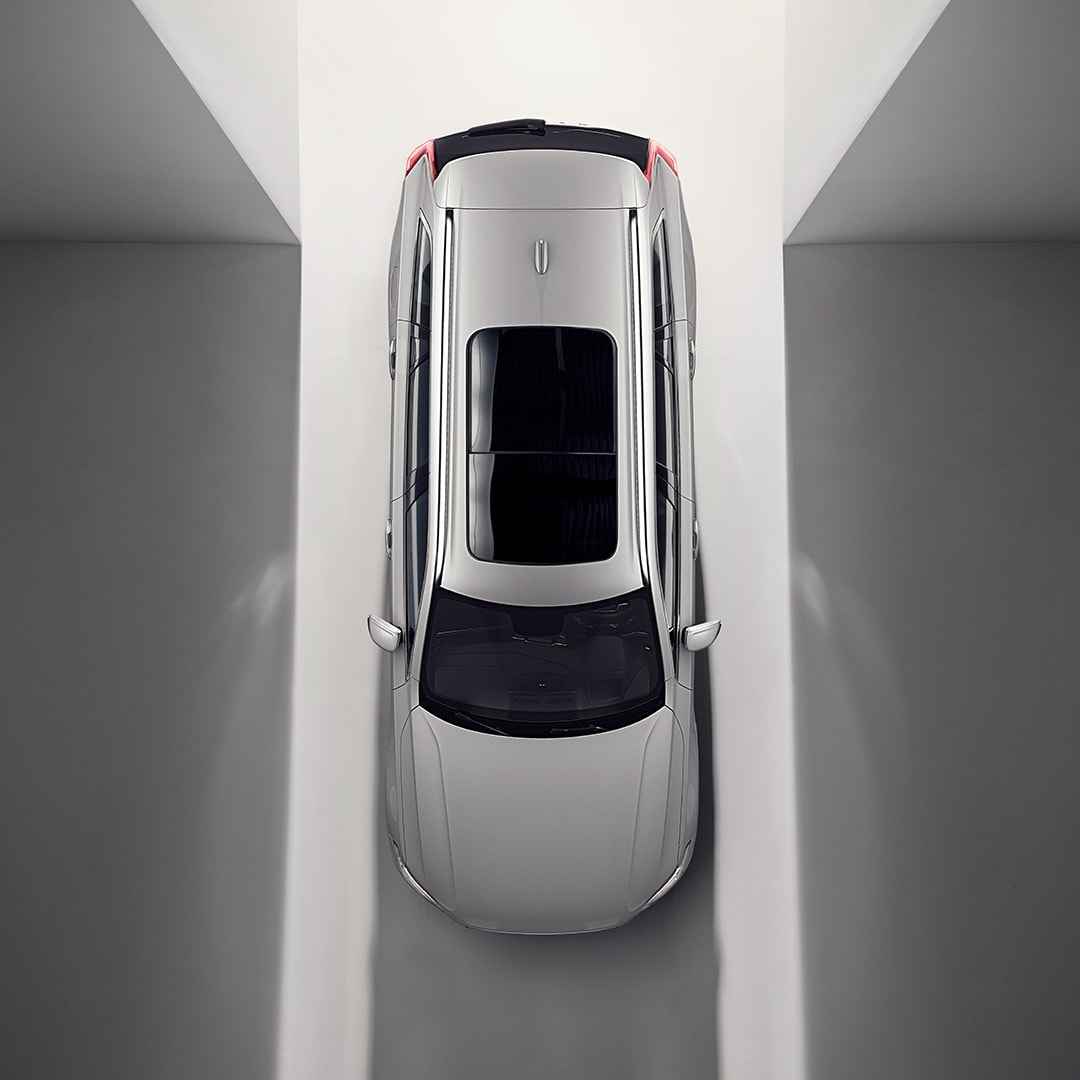 A Volvo XC90 Recharge from above with an open-and-tilt panoramic roof