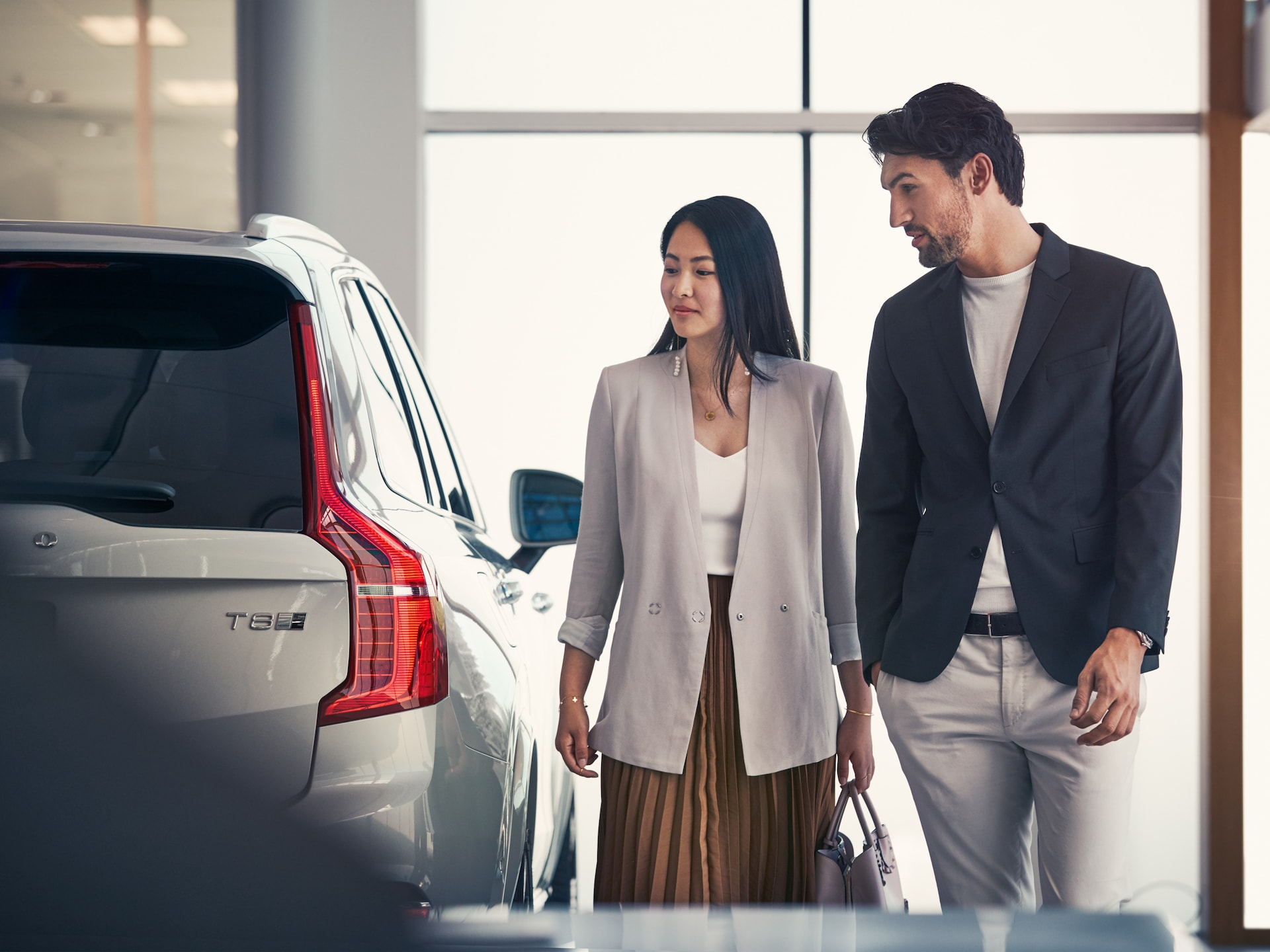 Couple viewing an XC90 in a Volvo Dealership