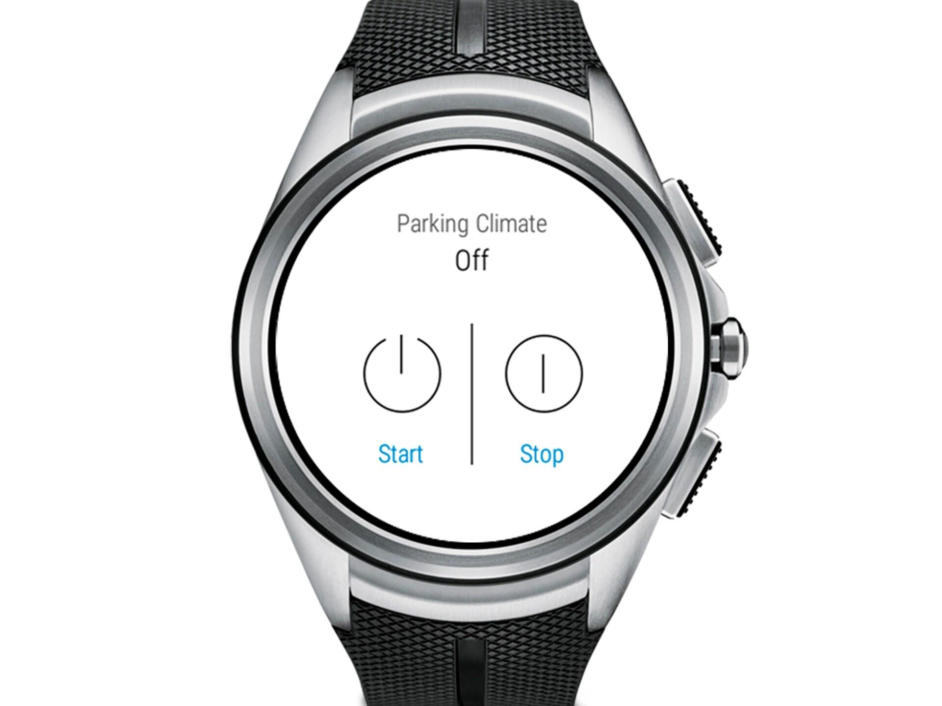 En närbild av en smartwatch med ett svart gummiband som visar parkeringsklimat