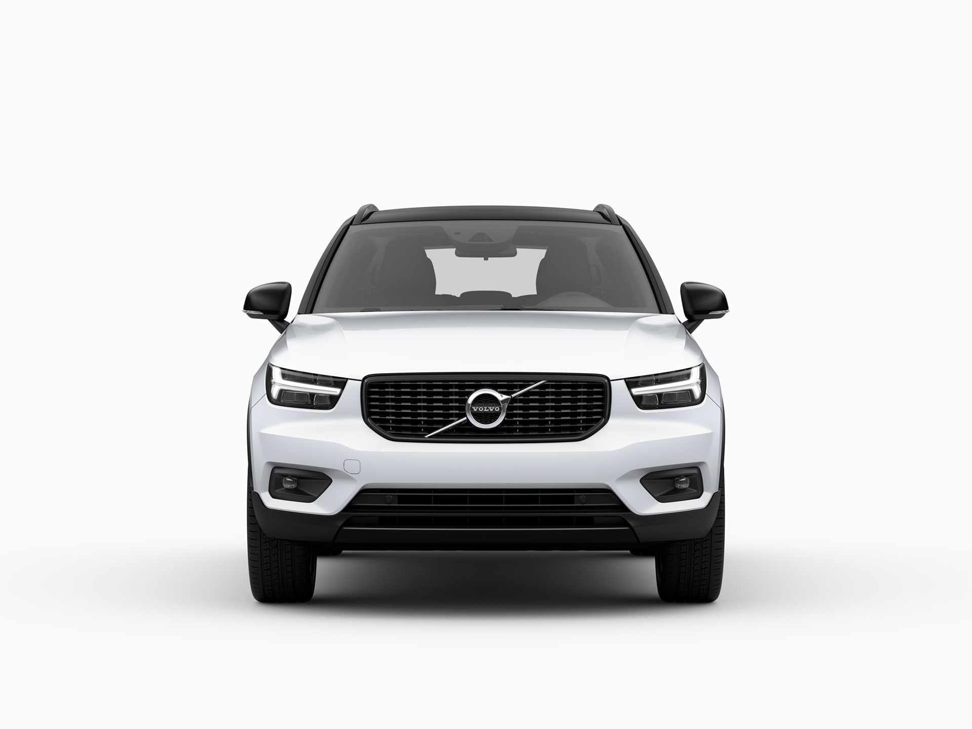 The front of a Volvo XC40 Recharge plug-in hybrid SUV.