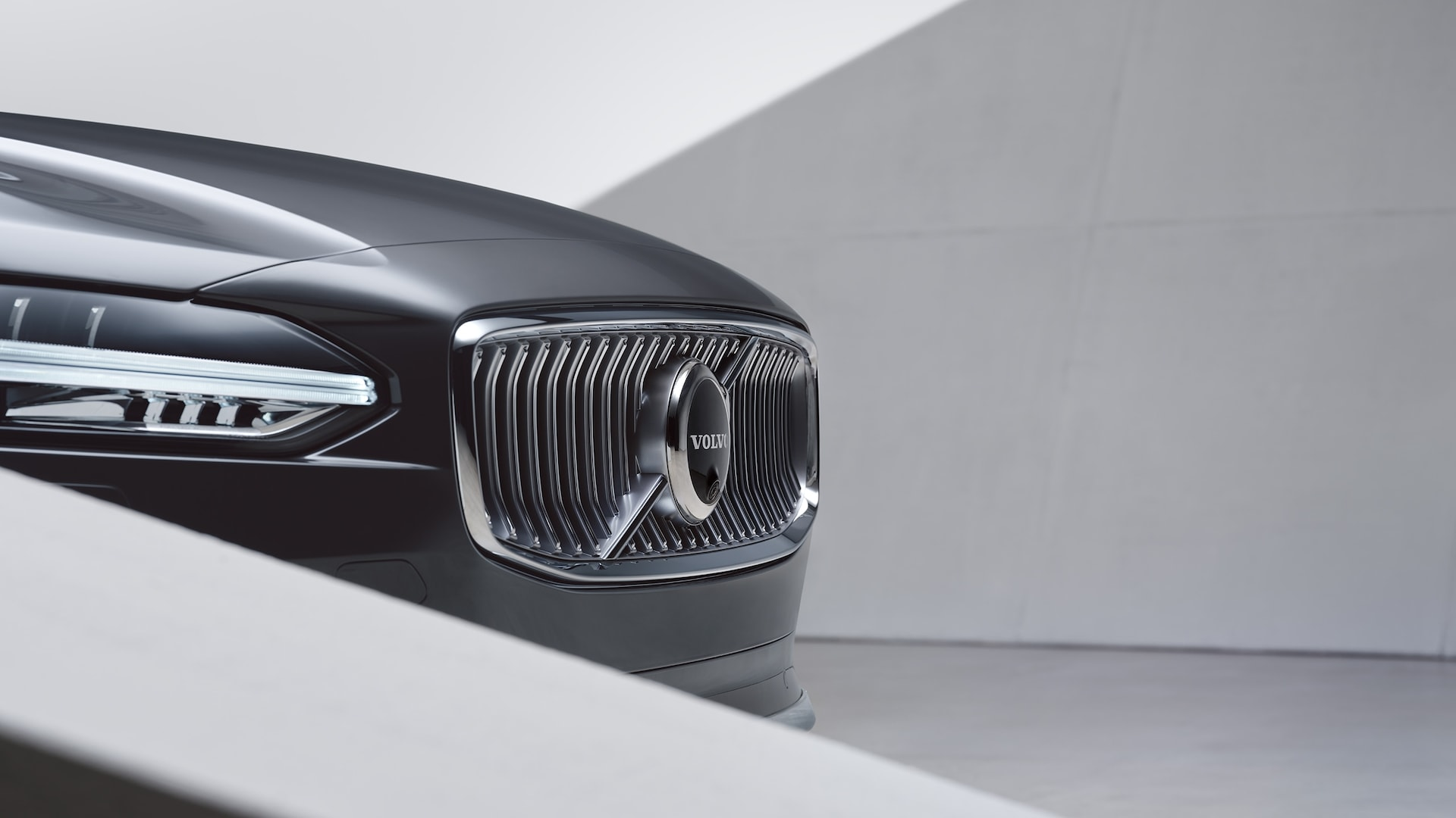 The front exterior of a Volvo S90